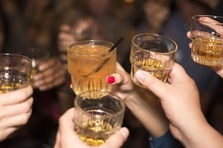 Alcol, musica e zero mascherine: le festa di 20 minorenni interrotta dai carabinieri