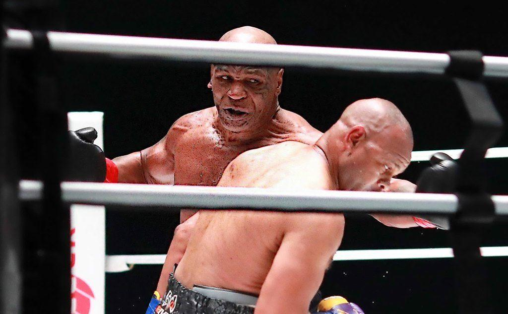 Il recente match tra Mike Tyson e Roy Jones Jr. (foto Ansa)