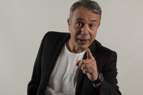 Il cantante e cabarettista Federico Salvatore ricoverato per un grave malore