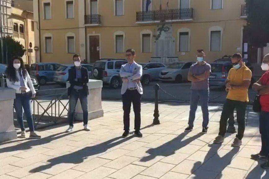 Villacidro, l'opposizione in piazza contro il sindaco
