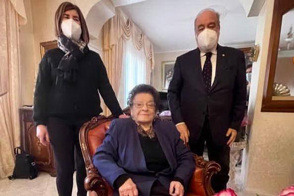"""Muravera in festa per i 101 anni di nonna Lina: """"Amo su casu axedu"""""""