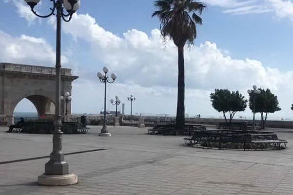 Cagliari, primo giorno rosso tra silenzio e rassegnazione