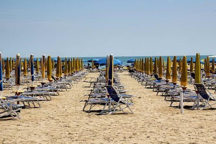 """""""Sei nero, via dalla spiaggia"""": denunciato un turista 40enne"""