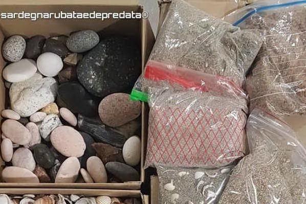 Elmas, sequestrati 70 chili di sabbia e conchiglie rubate sulle spiagge