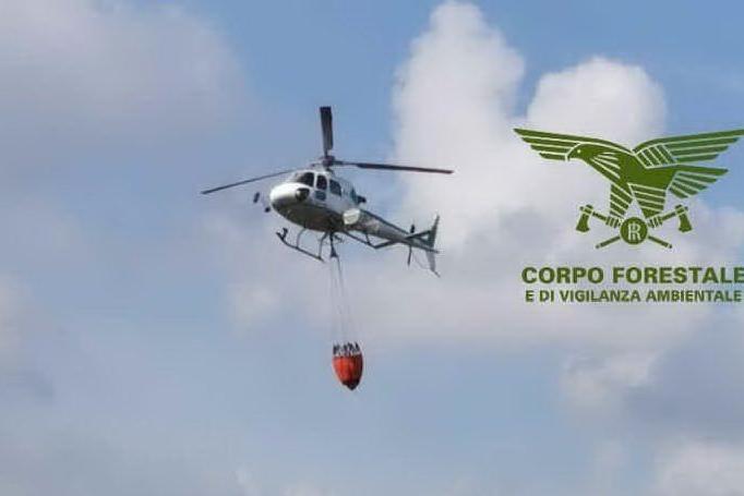 Incendi a Burcei, Bonorva e Nurri: in azione gli elicotteri del Corpo forestale
