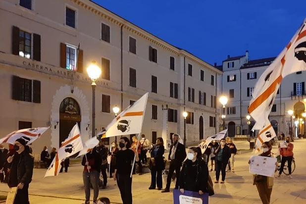 I manifestanti in piazza Castello\u00A0(foto L'Unione Sarda - Pala)
