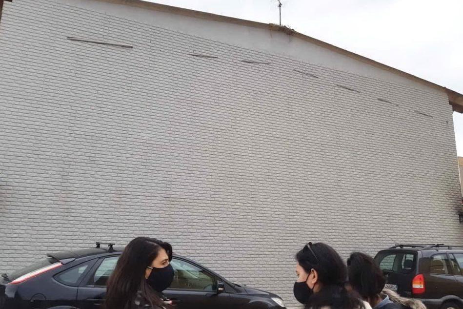L'opera di Maria Lai nella facciata della Casa cucita (proprietà privata) di Selargius (foto Antonio Serreli)