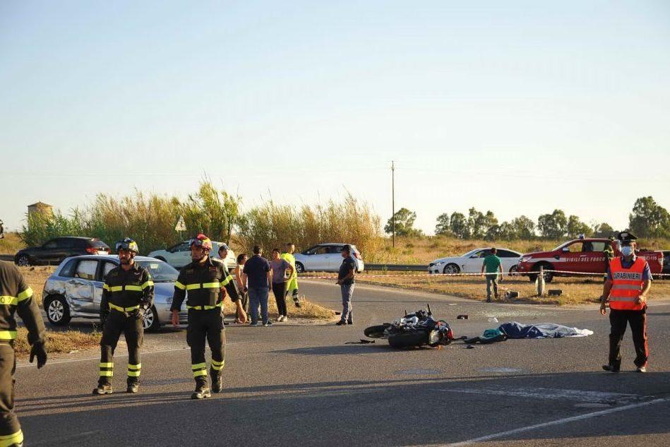 """Solarussa, l'appello del sindaco: """"Una rotonda dove ha perso la vita il giovane poliziotto"""""""