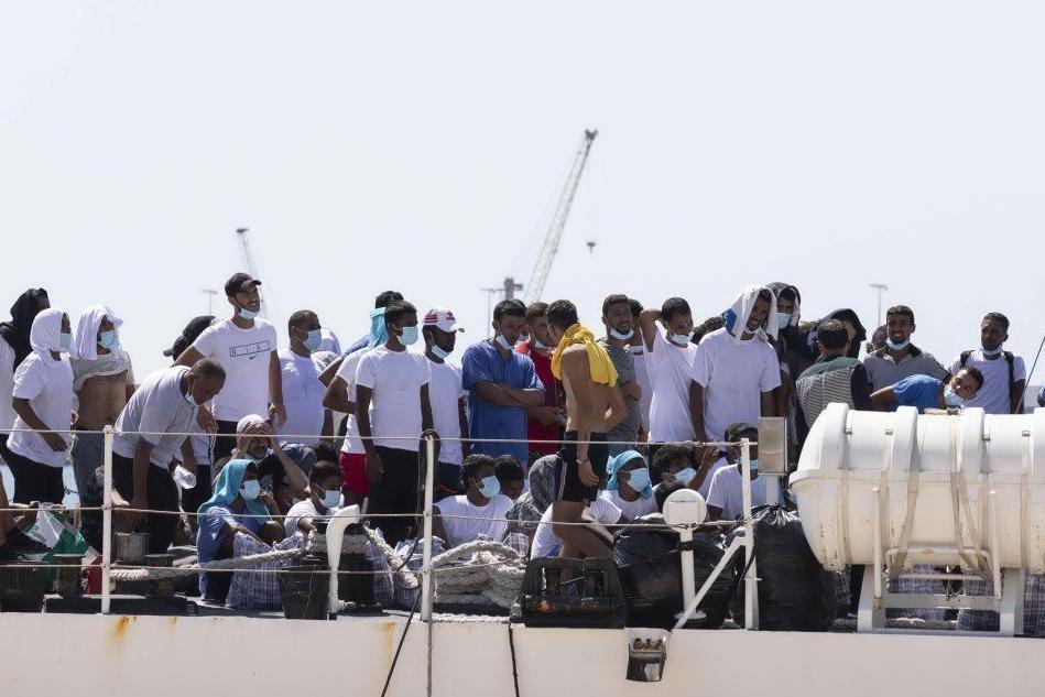 Migranti, sbarcate a Lampedusa altre 250 persone. Il sindaco invoca lo stato di emergenza