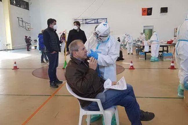 """Crisanti: """"Se la Sardegna fosse rimasta gialla altre due settimane avrebbe debellato il virus"""""""
