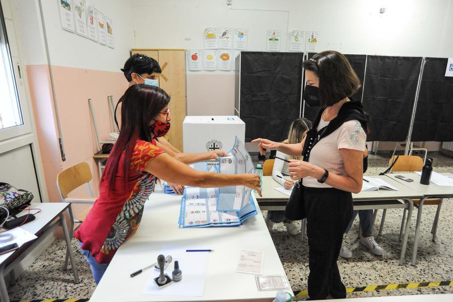 Ballottaggio a Capoterra, i seggi chiudono alle 15. Giù l'affluenza, il primo giornoha votato il 31,9%