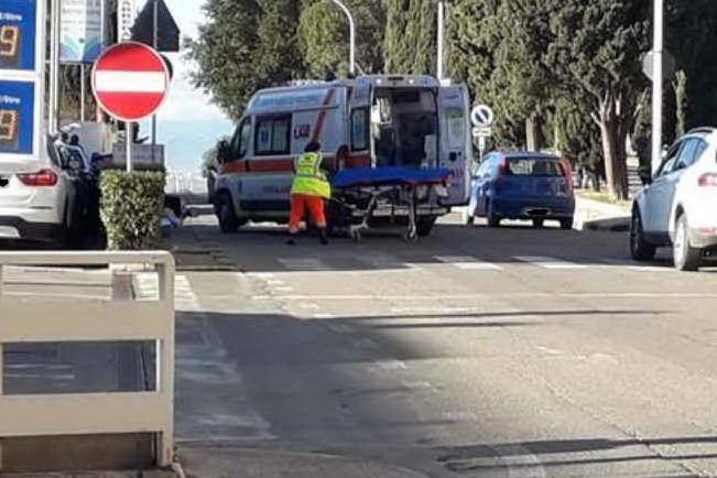 Sinnai, scontro fra motociclo e auto: ferito un postino