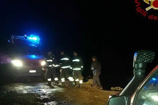 L'auto senza catene si blocca nella neve sui monti di Serpeddì, soccorsi due escursionisti