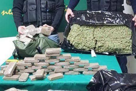 La Finanza sequestra 165 chili di droga, tre persone in manette