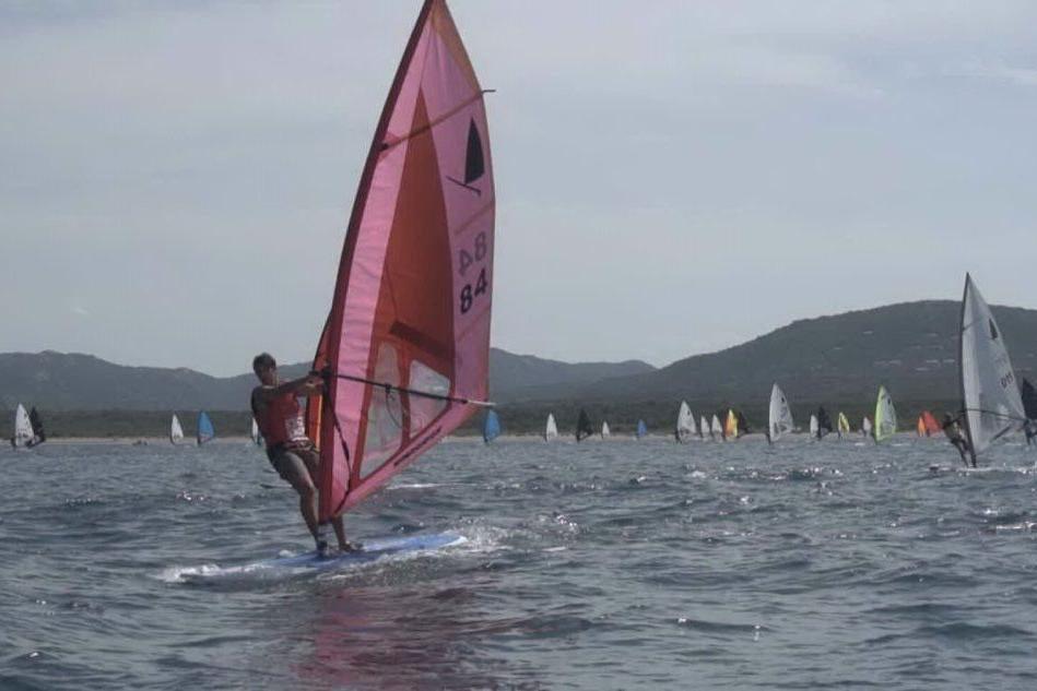 Una fase della Windsurfer Grimaldi Cup a Coluccia