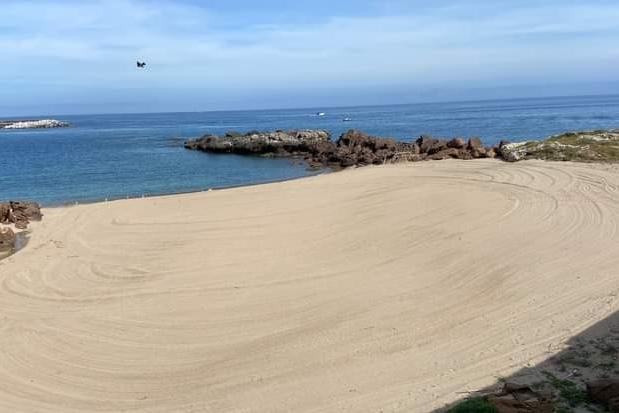 Castelsardo, in corso la pulizia di tutte le spiagge