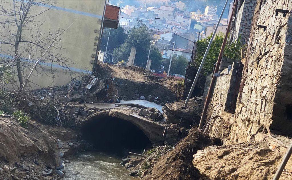 Un canale tombato saltato per aria (L'Unione Sarda)