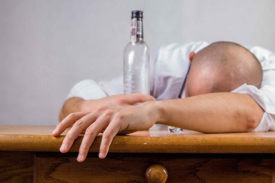 Il lockdown e i nuovi schiavi dell'alcol