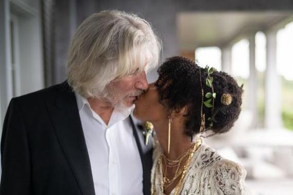 Pink Floyd, Roger Waters si sposa per la quinta volta a 78 anni