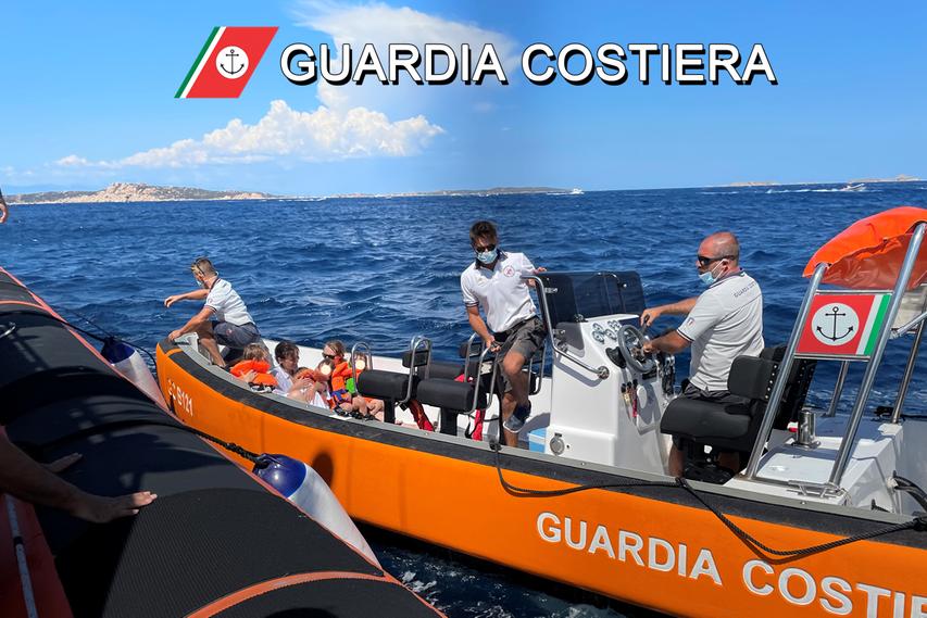 Gommone con dieci turisti a bordo in avaria: interviene la Guardia Costiera