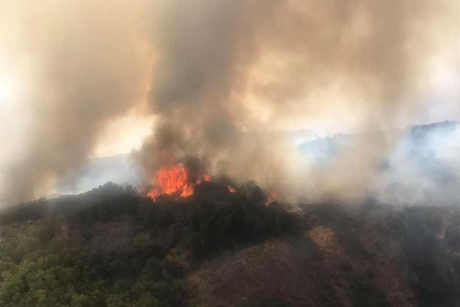 Il Montiferru devastato dalle fiamme (Archivio L'Unione Sarda)