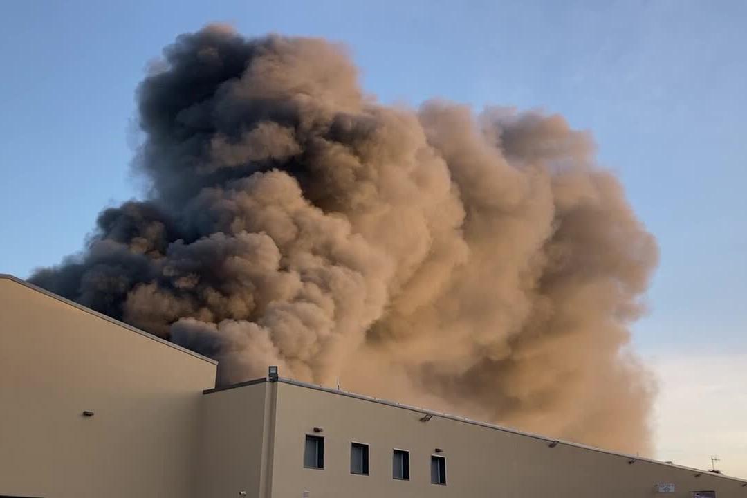 Inferno di fuoco a Predda Niedda: le immagini