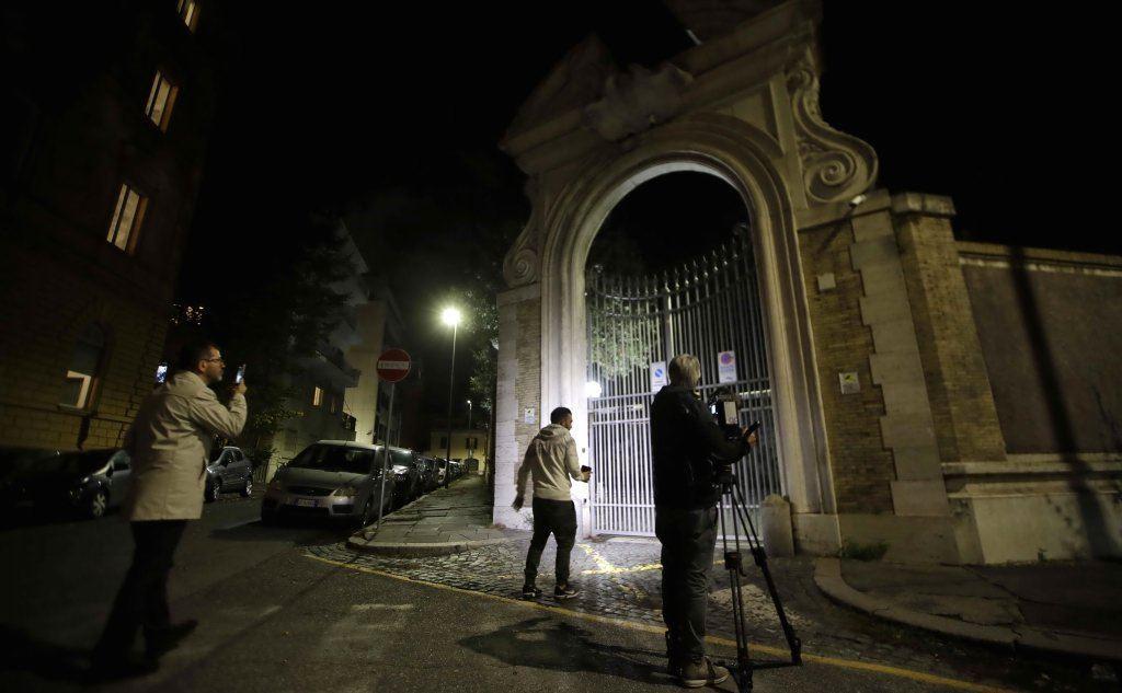 L'ingresso della Nunziatura a Roma dove sono state ritrovate delle ossa