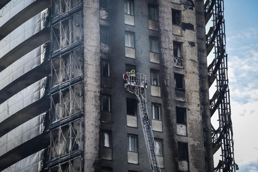Palazzo distrutto dal fuoco, la famiglia Cossu e l'inferno al settimo piano - L'Unione Sarda.it