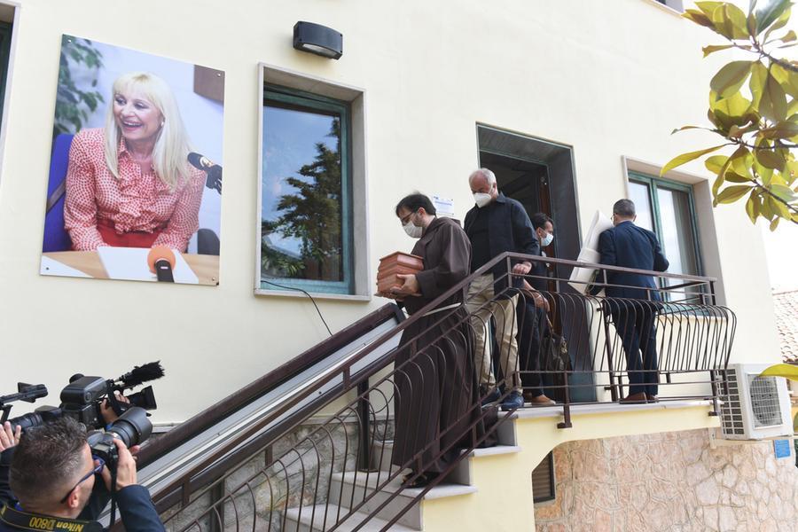 Le ceneri di Raffaella Carrà in processione aSan Giovanni Rotondo