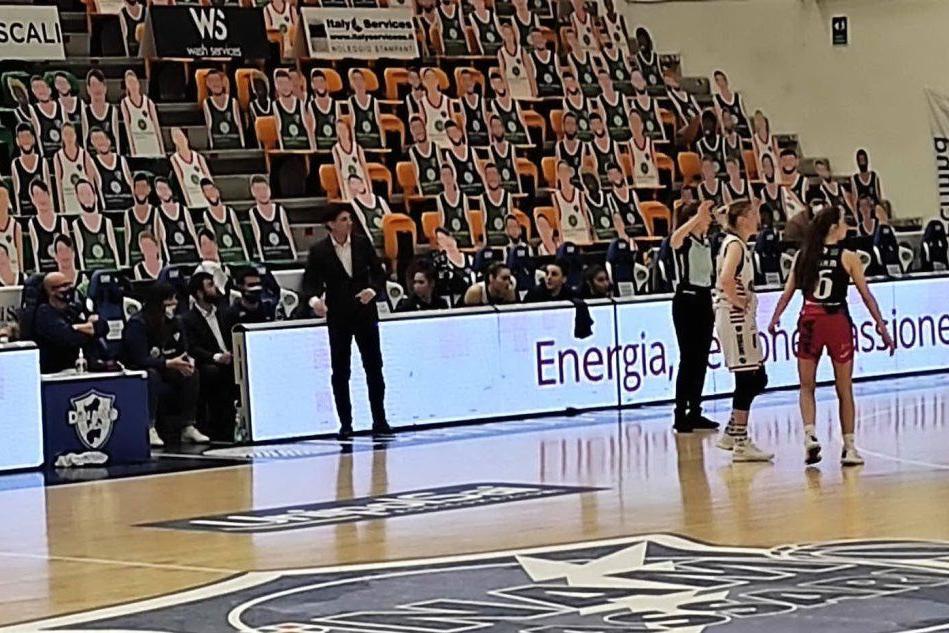 Basket femminile: Dinamo a Schio, che vince da 15 gare di fila