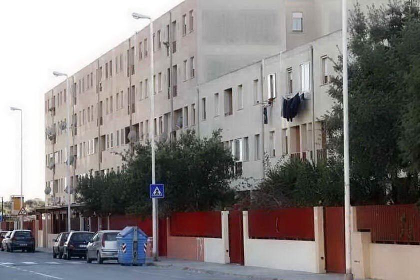 Cagliari, controlli anti-droga in via Schiavazzi, in manette due giovani pusher