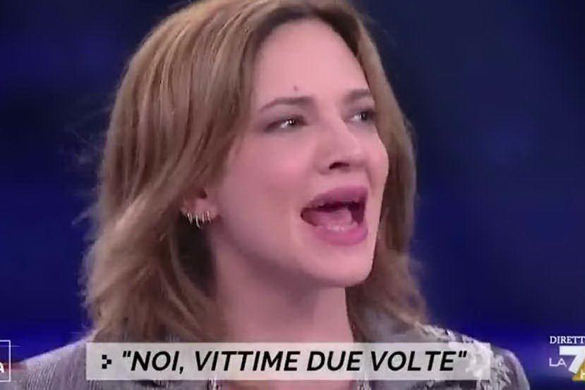 """Asia Argento sbotta in tv: """"Zitto! O ti infilo il tacco in bocca"""""""