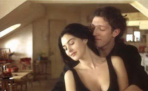 """Con Monica Bellucci sul set del film \""""L'appartamento\"""", i due si sposeranno"""
