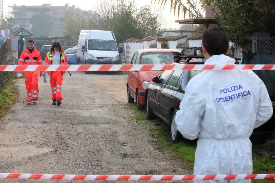 La polizia scientifica in via Darsena a Latina