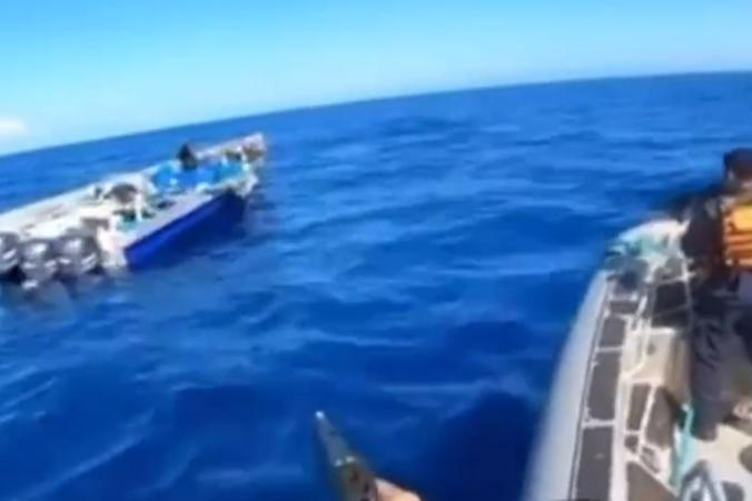Sequestrate in mare 2,4 tonnellate di cocaina