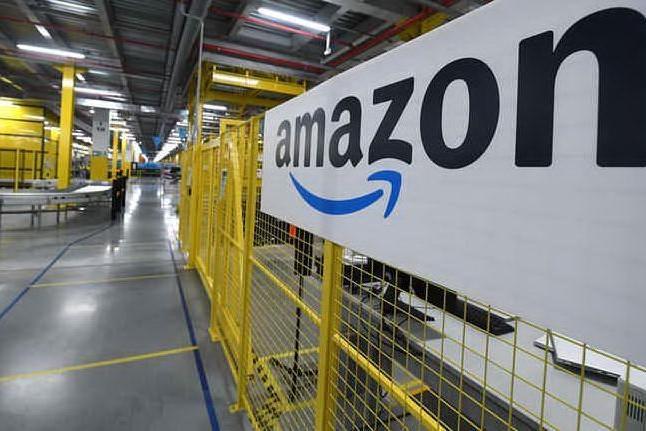 """Sciopero Amazon, volantinaggio a Elmas: """"Lavoratori stremati"""""""