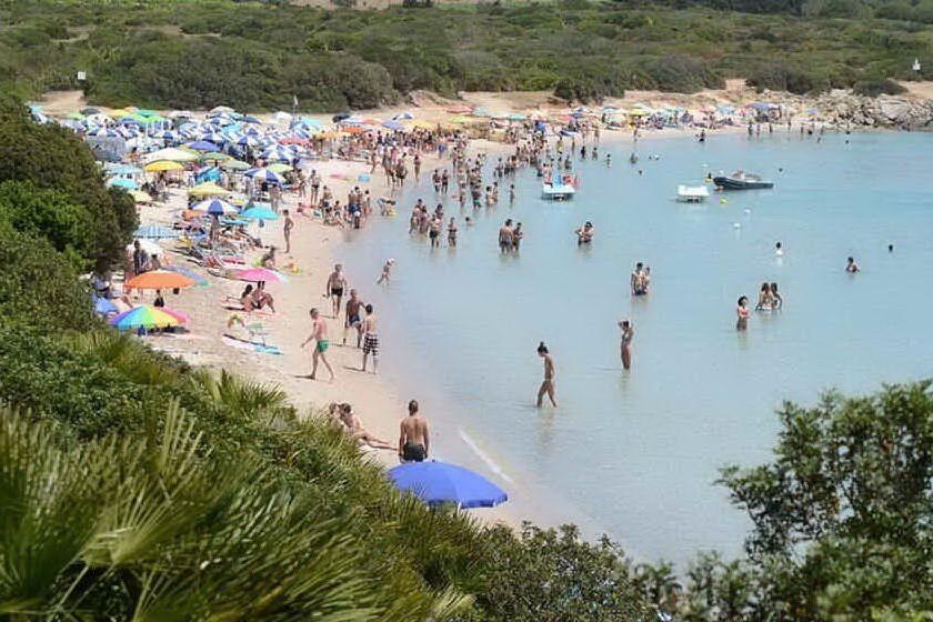 Stop al fumo nelle spiagge di Alghero, l'ordinanza del sindaco
