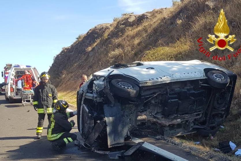 Spaventoso incidente sulla 131: due feriti, uno è molto grave