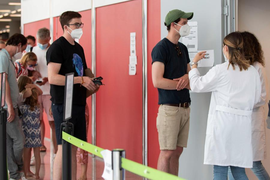 Covid, in Sardegna 54 nuovi casi e due vittime: -15 pazienti in ospedale