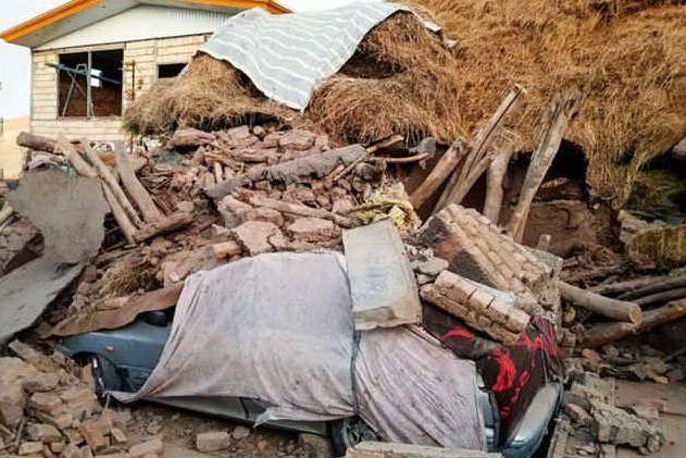 Terremoto al confine turco-iraniano: 7 morti, di cui tre bambini