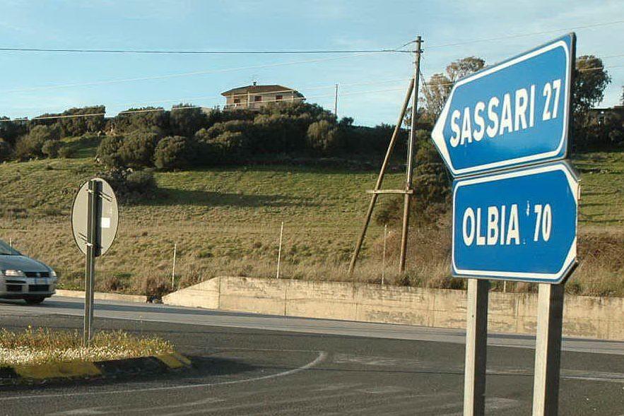 Incidente sulla Sassari-Olbia, si ribalta un mezzo pesante