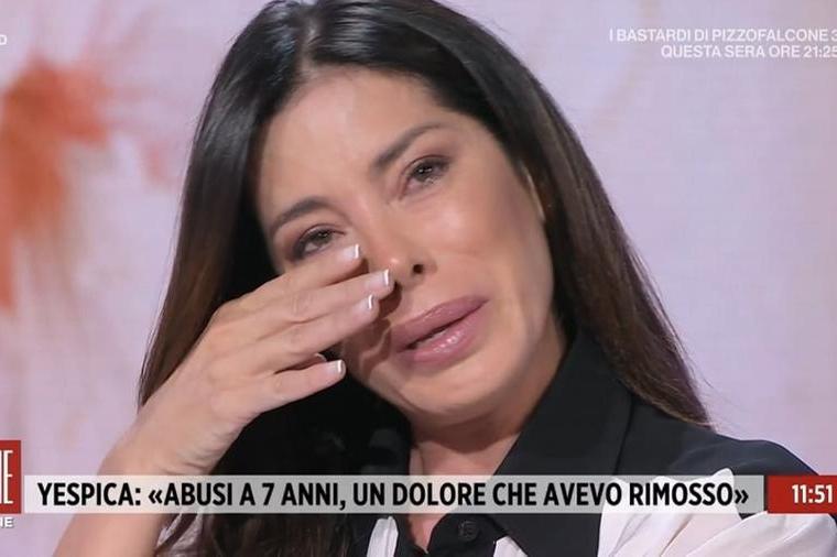 """Aida Yespica in lacrime: """"Stuprata a 7 anni, non riesco ad avere rapporti sessuali normali"""""""