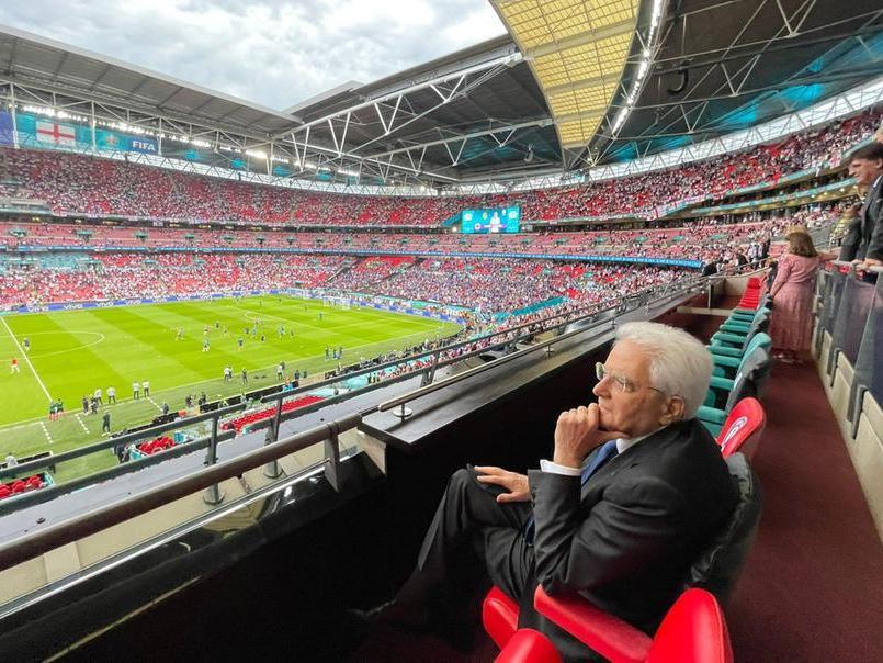 Tribuna d'onore a Wembley, tra Mattarella e Tom Cruise
