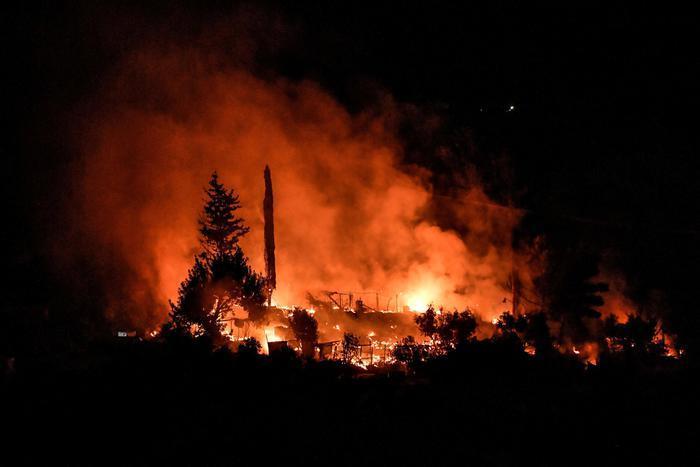 Canarie, così il vulcano Cumbre Vieja sta inghiottendo un intero paese