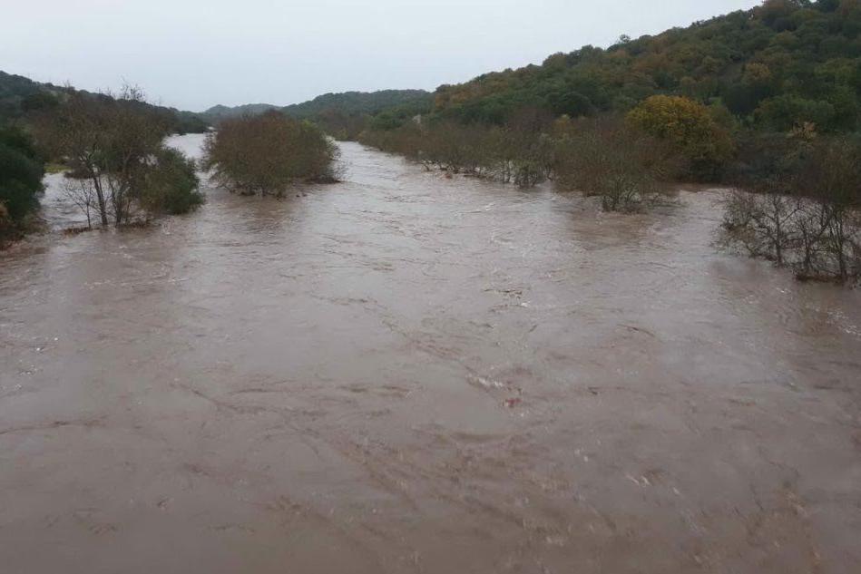 Maltempo, il fiume Tirso pericolosamente in piena