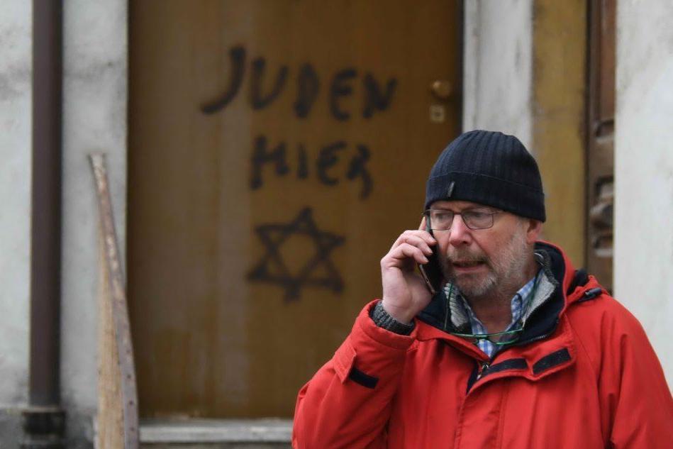 """""""Qui ebrei"""" sulla porta di casa: solidarietà al figlio della partigiana Rolfi"""