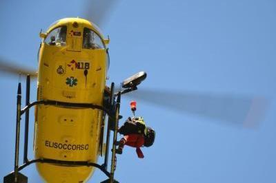 Cade dal tetto mentre fa manutenzione, 70enne in gravi condizioni all'ospedale di Sassari