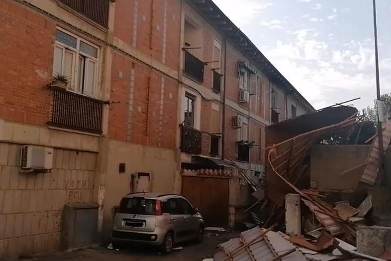 Tromba d'aria nel Sassarese: tetti scoperchiati e aerei ribaltati. Si contano i danni