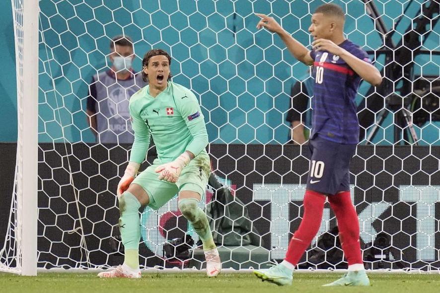 """Francia sotto processo dopo l'eliminazione: """"Annichiliti"""". L'Inghilterra stende la Germania"""