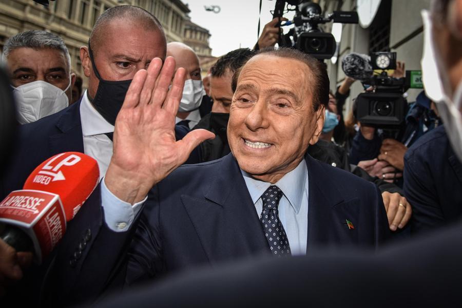 """Berlusconi: """"Con il Green pass stiamo tornando alla normalità, unica alternativa è l'obbligo"""""""